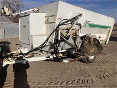 Henke B2370 Feed Wagon