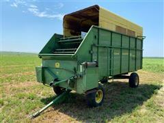 John Deere 125 Chuck Wagon