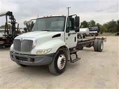 2005 International 4300 S/A Cab & Chassis