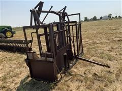 W-W Squeeze Cattle Chute W/palpitations Cage