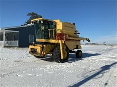 1985 New Holland TR86 Combine