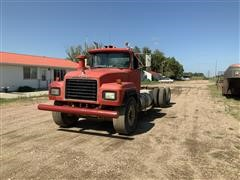 1992 Mack RD690S T/A Cab & Chassis