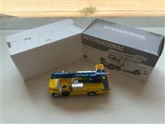 International 4400 First Gear 1:34 High Performance Bucket Truck