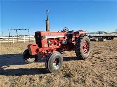 1970 Farmall 826 2WD Tractor