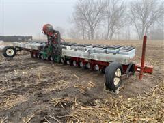 """AGCO 6929 15R18"""" 3-Pt Planter"""
