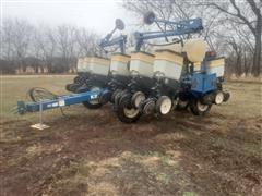 2000 Kinze 3200 12R30 Planter