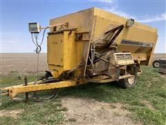 2006 Buffalo 440 Mixer Feed Wagon