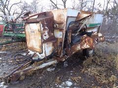 Henke B2240 Kwik Mixer Feeder Wagon
