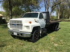 1993 Ford F700 S/A Flatbed Truck