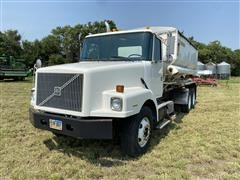 1996 Volvo WG64T T/A Dry Fertilizer Tender Truck