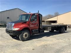 2004 International 4400 SBA S/A Flatbed Truck