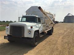 1976 International 1700 S/A Bulk Feed Truck