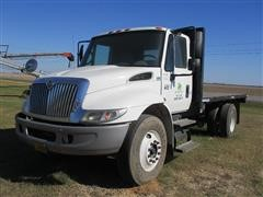 2006 International 4300 S/A Flatbed Truck