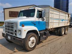 1984 International F-2375 S-Series T/A Grain Truck W/Hoist