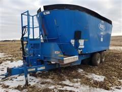 Patz V2-950-329-GN Vertical Mixing Wagon