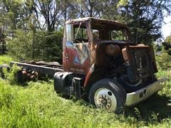 1988 International F2275 T/A Salvage Cab & Chassis Truck