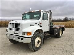 2000 International 4700 S/A Flatbed Truck