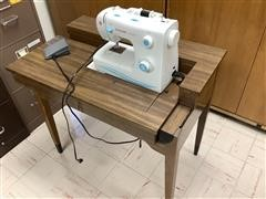 Singer 2263 Sewing Machine W/Table