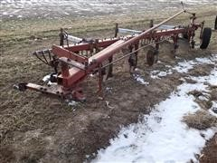 International 510 6 Bottom Plow