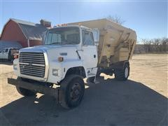 1994 Ford L8000 S/A Feed Mixer Truck