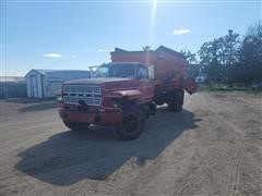 1981 Ford F7000 Feed Truck