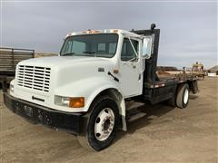 2001 International 4700 S/A Flatbed Tool Truck