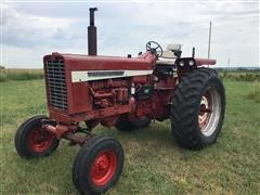 1968 International 856 2WD Tractor