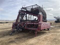 2013 Amity 2500 6R30 Beet Digger