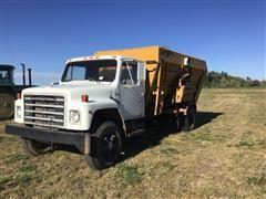 1981 International M1954 S/A Feed Truck