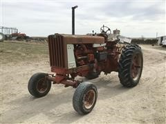 1965 International 806 2WD Tractor