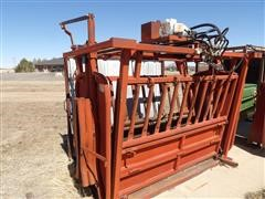 Bowman /Powder River Hydraulic Squeeze Chute, Palpation & Alley
