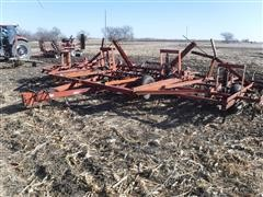 International 4500 VibraShank 28' Field Cultivator