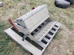 Steps/Battery Box