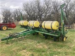 John Deere 7200 Max Emerge Pull Type Planter