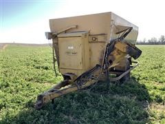 2014 Henke Buffalo 440 Feed Wagon