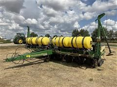 """John Deere 1750 8R30"""" Planter"""