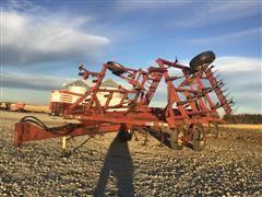 Case IH 4600 Vibra-Shank 24' Field Cultivator