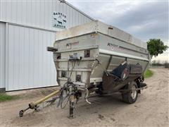 KUHN Knight 4052 Roughage Max Feed Wagon