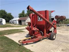 Farmhand 822 Grinder Mixer W/Scale