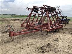 International 4600 Vibra Shank Field Cultivator