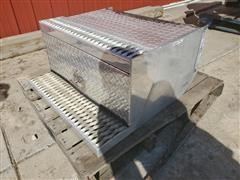 Peterbilt 379 Step/Tool Box