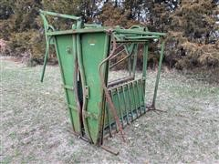 Powder River Manual Squeeze Chute