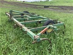 John Deere E1600 14 Shank Chisel Plow