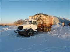 1990 International 4900 T/A Feed Mixer Truck W/Roto-Mix 900-18