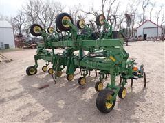 John Deere 875 12RN Cultivator W/Lift Assist & Hydraulic 3rd Arm
