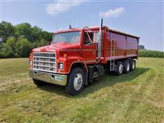 1984 International 2375 Tri/A Grain Truck