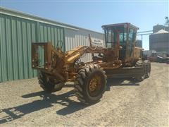 1980 Caterpillar 140G Motor Grader w/ Snow V Plow & Angle Plow Included