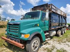1999 Sterling LT9511 Tri/A Silage Truck