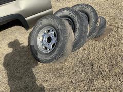 2007 Chevrolet 2500 HD LT 285/75R 16 Tires & Rims