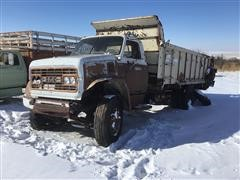 1968 GMC 9500 T/A Manure Spreader Truck (INOPERABLE)